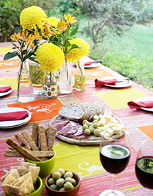 How to Host an Inexpensive Dinner Party